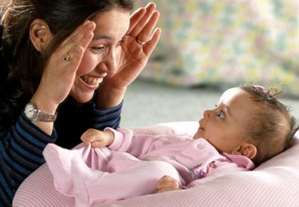 Kako zabaviti vrlo malu bebu_3